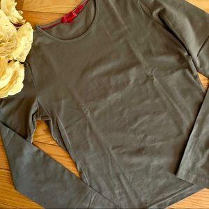 HUGO BOSS NWOT Unique Long Sleeve Detail in Back!